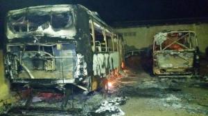 Ônibus escolares são incendiados e Prefeitura aponta ato criminoso 1