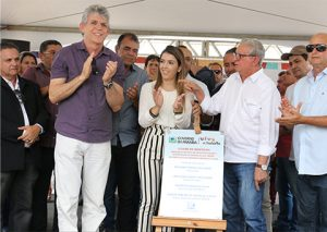 RICARDO-1-300x213 Em Monteiro: Ricardo entrega reforma e acesso ao aeródromo, bloco de salas da UEPB e outros benefícios