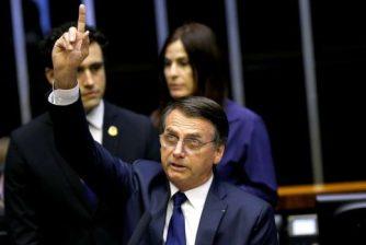 "2019-01-01t180057z1748704487rc170f5f00c0rtrmadp3brazil-politics-520x349 Bolsonaro diz que revelará ""caixa-preta"" do BNDES"