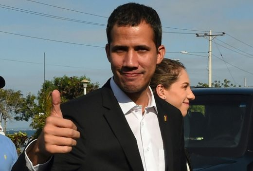 c9d4caf0a94a2599c4f1327aacaf9f500b975fb4-3-520x351 Guaidó diz que 'em breve' ocupará gabinete no Palácio de Governo