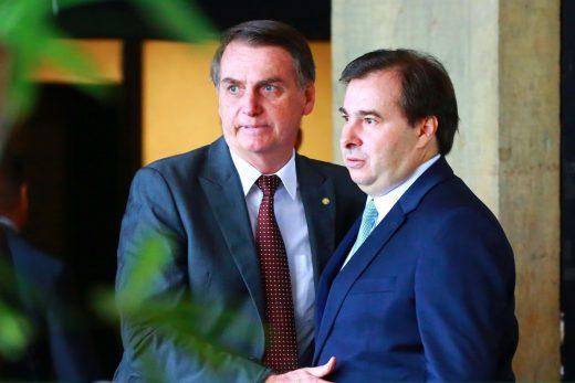 """jair-bolsonaro-e-rodrigo-maia-520x347 Maia diz que atrito com governo é """"página virada"""""""
