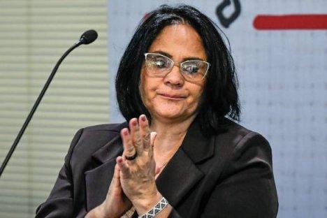 damares-projeto-585x390 Bolsonaro sanciona lei que adota política contra automutilação e suicídio