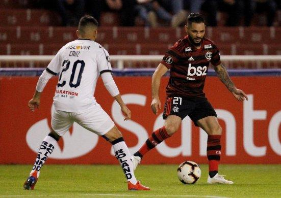 flamengo_ldu-551x390 Flamengo perde de virada para LDU e deixa vaga nas oitavas mais complicada