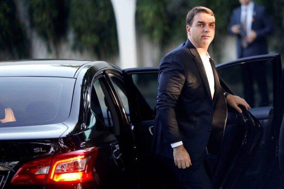 15577943825cda0e4eadc25_1557794382_3x2_md-585x390 Flávio Bolsonaro tenta bloquear investigação na Justiça pela terceira vez