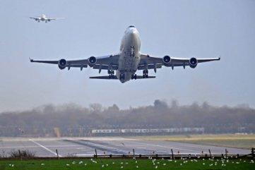 EUA-AVIAO-584x390 Estados Unidos suspendem todos os voos com a Venezuela