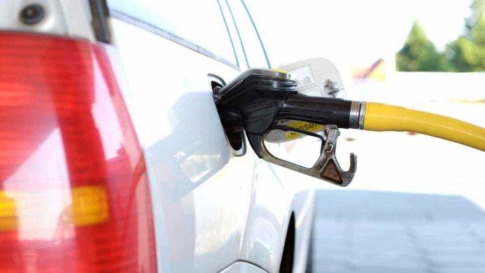 gasolina-combustivel-693x390 Campanha faz dia de venda de gasolina e outros produtos sem impostos neste sábado