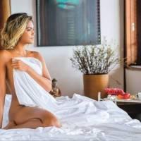 Lucy Alves posa sexy na cama e afirma, sem modéstia: 'Me acho bem bonita'