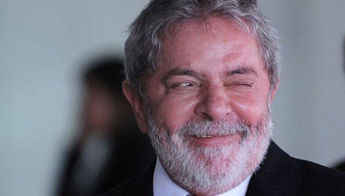 lula-pisca-620-687x390 Lula diz estar 'apaixonado' e planeja casamento