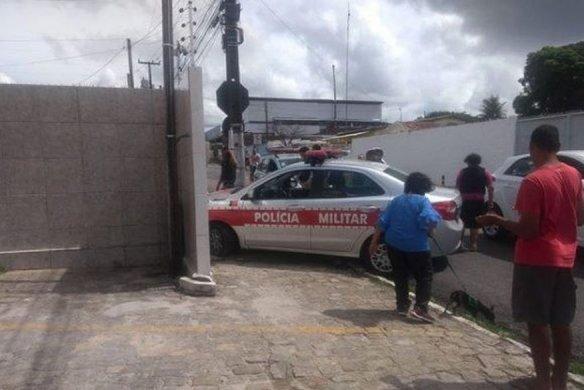 viatura_pm-584x390 Viatura da PM atinge muro durante perseguição a suspeito em motocicleta