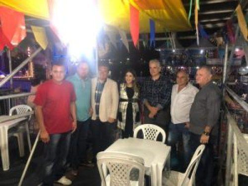 Vereadores de Monteiro prestigiam abertura do São João e entrega de obras ao lado da prefeita Lorena 1