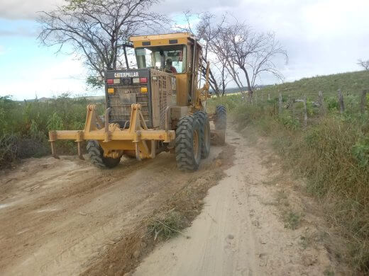 GARAPA1-520x390 Secretaria de agricultura de Monteiro realiza serviços em estradas, silagem, reposição de lâmpadas e conserto de bombas
