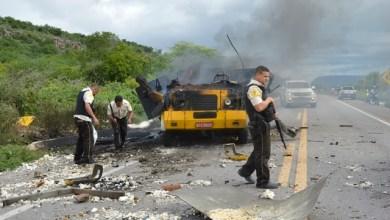 Quadrilha fortemente armada explode carro-forte na BR-110, em Petrolândia, no Sertão de PE 1