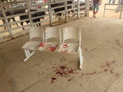 IMG-20190713-WA0035-520x390 Homem é esfaqueado após desentendimento na feirade gado em Monteiro
