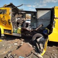 Grupo sequestra motorista de caminhão e explode carro-forte