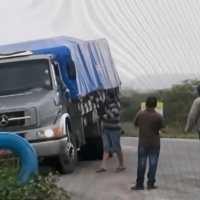 Caminhoneiros bloqueiam BR-230 em Campina Grande