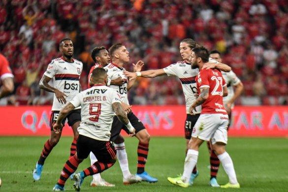 Inter-x-flamengo-585x390 Flamengo empata com o Inter por 1 x 1 e está na semi da Libertadores
