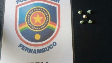 Vendedor de picolé é preso em flagrante com cinco pedras de crack no centro de Sertânia 18