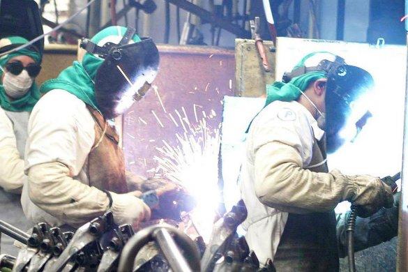 industria_03-585x390 Brasil precisa capacitar 10,5 milhões de trabalhadores até 2023