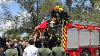 Policial morto por tiro acidental é enterrado, na PB 11