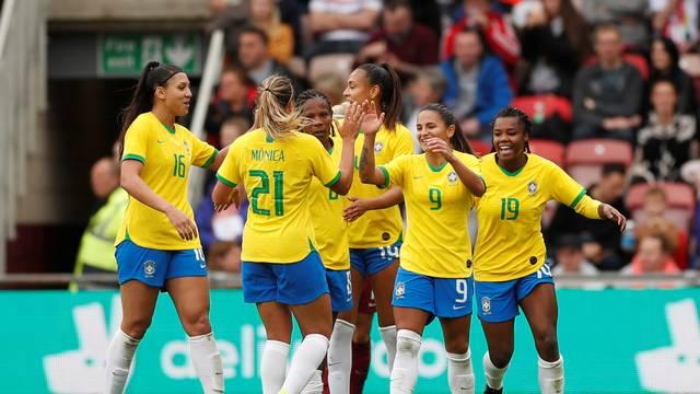 Debinha marca duas vezes, e Brasil vence a Inglaterra pela primeira vez na história 1