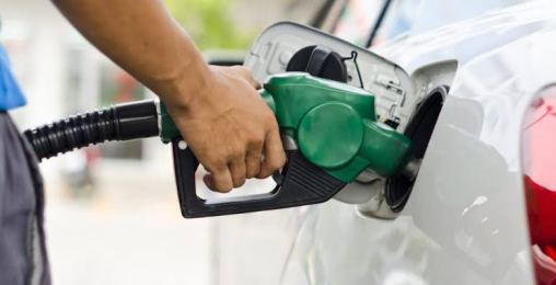 bomba-de-gasolina-700x358 Petrobras eleva gasolina em 4% nas refinarias
