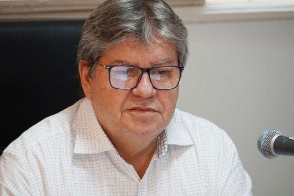 04-joao_azevedo_foto_walla_santos_9-599x400 João Azevêdo anuncia licitação de programa de novas obras rodoviárias da Paraíba