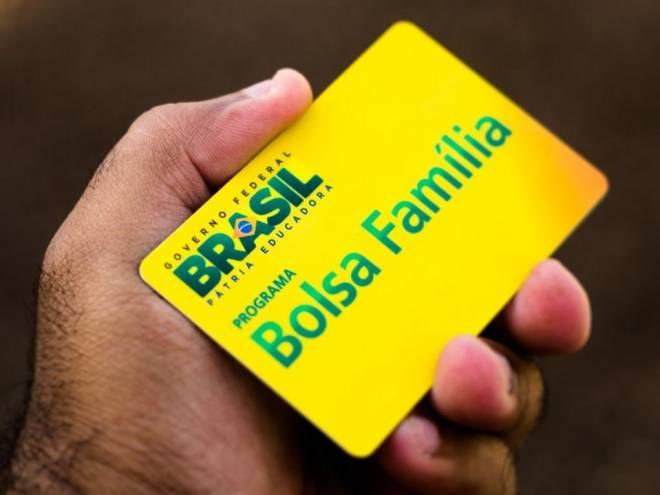 bolsa-familia-1 Governo anula transferência de R$ 84 milhões do Bolsa Família para propaganda