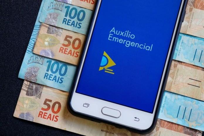 auxilio_emergencial Auxílio Emergencial 2021: Caixa paga 1ª parcela a nascidos em agosto e beneficiários do Bolsa Família com NIS final 4