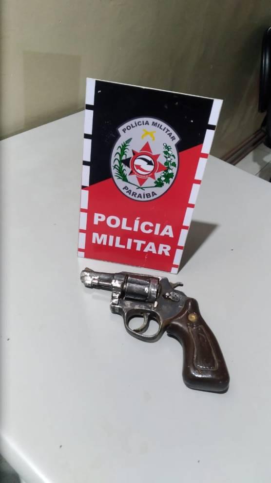 arma-presa-pm Polícia Militar prende suspeito e apreende arma de fogo em Monteiro