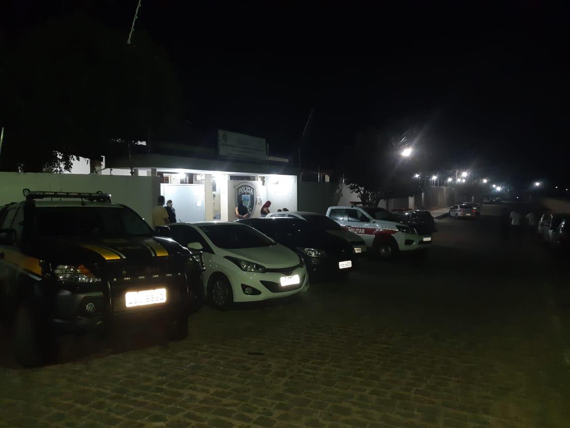 pf-e-policia-militar-prf-em-monteiro PRF e Polícia Militar recuperam 03 veículos clonados (com ocorrência de roubo e furto) e prende condutores em Monteiro