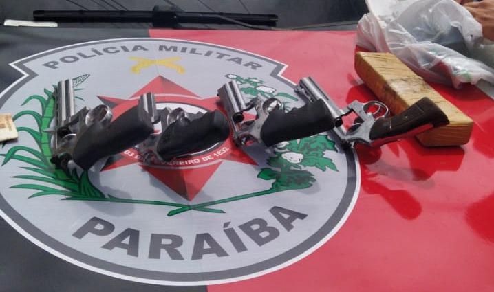 ARMAS Operação de combate ao tráfico apreende quatro armas, drogas e prende suspeito na PB