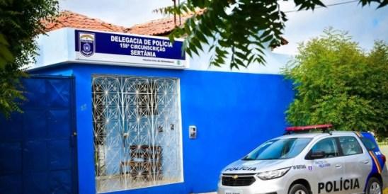 DELEGACIA-DE-SERTÂNIA-660x330-c Em Sertânia: Mulher denuncia sogro por porte ilegal de arma, após receber ameaças com disparo de arma de fogo