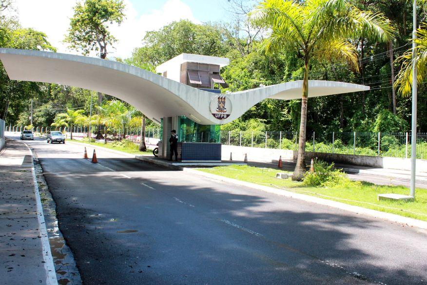 entrada_ufpb_walla_santos2 UFPB abre nesta segunda-feira inscrições de curso preparatório para o Enem com 60 vagas