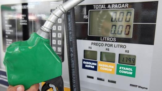 bomba-em-posto-de-combustivel- Após isenção de impostos federais, Paraíba e mais 17 Estados e DF aumentam ICMS sobre o diesel