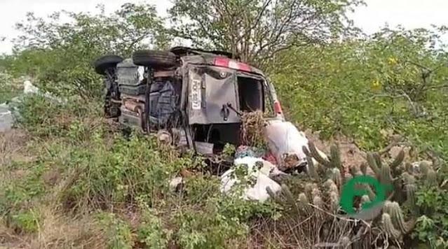 ACIDENTE-JATAUBA-AGRESTE-VIOLENTO Sulanqueiros do Congo, tentam escapar de assalto e sofrem grave acidente com vítima fatal