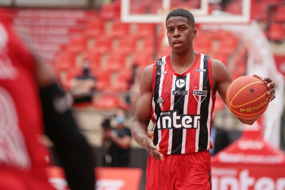 eofuacsxmaajwkw São Paulo confirma favoritismo, anota 46 pontos de vantagem e vence o Brasília pelo NBB