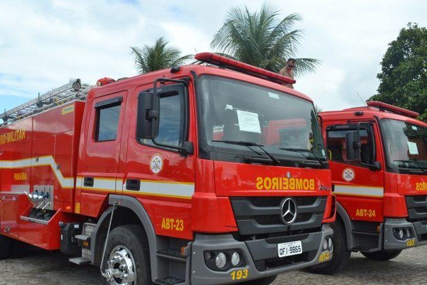 viatura_do_corpo_de_bombeiros_da_paraiba Mulher tem surto psicótico, se tranca em residência e incendeia imóvel na Paraíba
