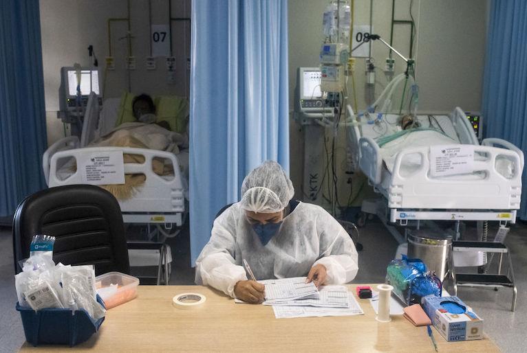 20210410151359_gettyimages-1232214727 Fiocruz alerta para cenário 'crítico' da pandemia no Sul e Centro-Oeste para as próximas semanas