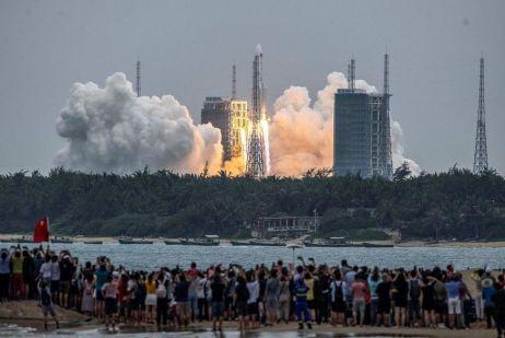 000-99e22c Destroços de foguete chinês caem no Oceano Índico, a oeste do arquipélago das Maldivas