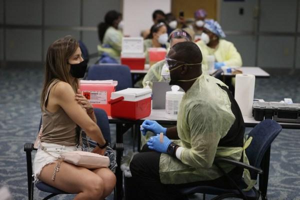 063-1317316719-600x400 Agências de turismo no Brasil oferecem pacotes de viagem nos EUA para quem quer se vacinar