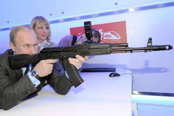 15348545125b7c0570932e1_1534854512_3x2_md-599x400 Vacina Sputnik é simples e confiável como um fuzil AK-47, diz Putin