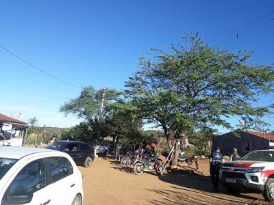 FISCALIZACAO Vigilância em saúde de Monteiro e Polícia Militar autuam bar no sítio Lagoa por descumprir a lei e colocar em risco a vida dos Monteirenses