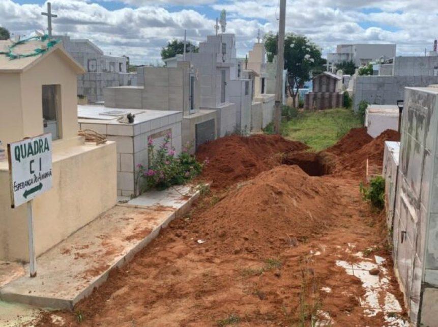b48506a8-4464-46c8-b4e1-bf6e7e4e7826-600x449-2 Cemitério de Serra Branca não tem mais onde enterrar seus mortos e valas estão sendo abertas nas avenidas