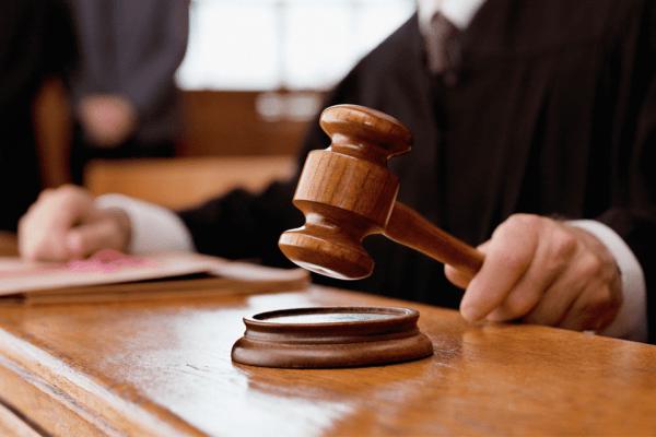 martelo_tribunal-1-600x400 Juiz julga improcedente ação movida por Lulu dos Tropicais contra jornalista Fred Menezes