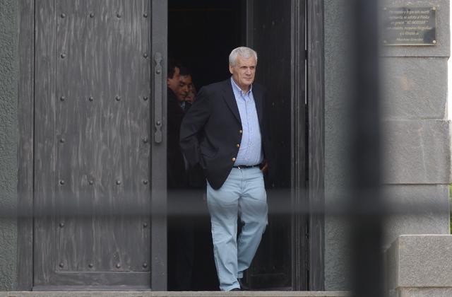 Antonio Calo de la CGT oficialista deja el mausoleo de la familia Kirchner esta tarde - Foto: OPI Santa Cruz/Francisco Muñoz