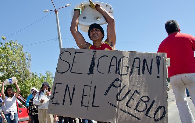 Los manifestantes en la ruta nacional Nº 3 - Foto: OPI Santa Cruz/Daniel Bustos