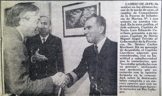 El 6 de marzo de 1992 Néstor Kirchner saludaba al nuevo comandante de la Infantería de Marina - Foto: OPI Santa Cruz