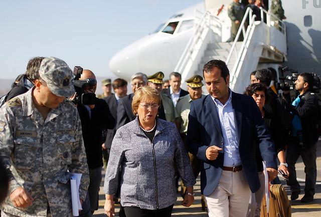 Presidenta Michelle Bachelet toma medidas en terreno por terremoto en el Norte Grande - Foto: