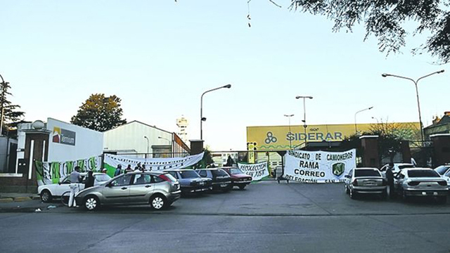 Camioneros extiende el bloqueo: Techint denunció una extorsión y pidió la intervención de la Justicia - Foto: Infobae