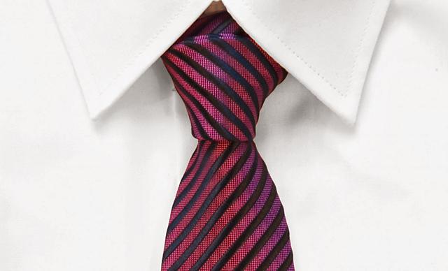 Abogados defensores que no usen corbata, no entran en las Audiencias